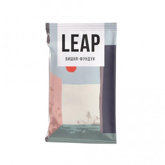 Фруктово-горіховий батончик Leap вишня-фундук, 45г